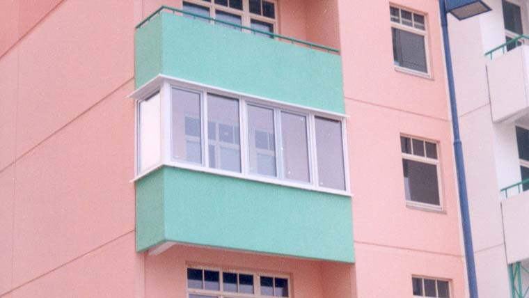 Застеклить навесной балкон..