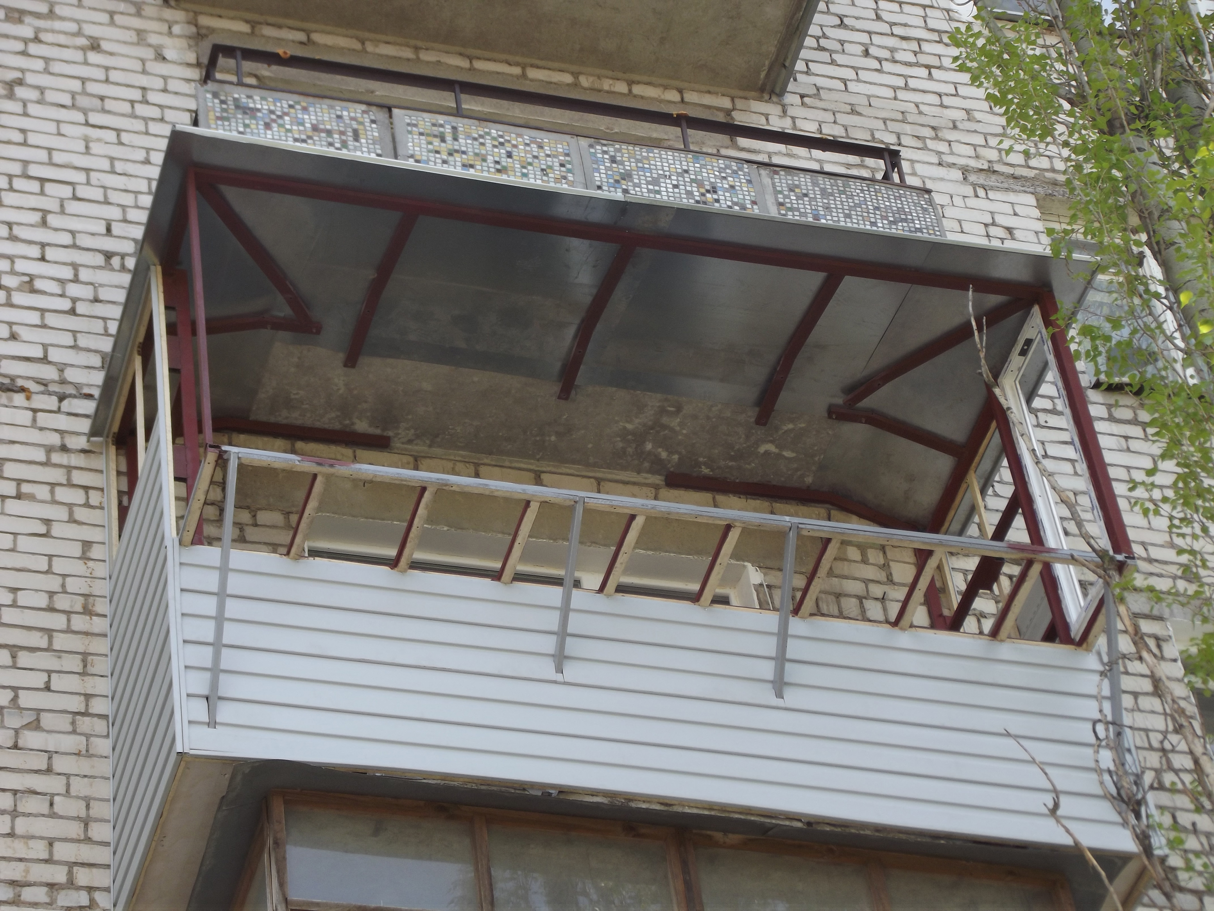 Как сделать крышу на балконе с выносом